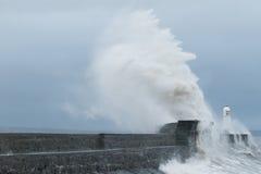 La tormenta Gertrudis golpea Porthcawl, el Sur de Gales, Reino Unido Fotos de archivo