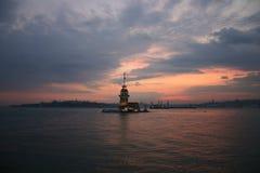La Torre-Costantinopoli-Turchia della ragazza fotografie stock libere da diritti