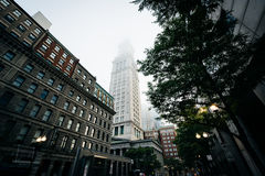 La torre de aduanas en niebla, en Boston, Massachusetts Imagenes de archivo