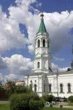 La torre de alarma en fondo del cielo azul fotografía de archivo
