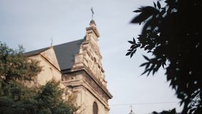 La torre de alarma de iglesia iglesia vieja Europa metrajes