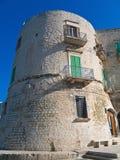 La torre de Aragonese de Giovinazzo. Apulia. foto de archivo libre de regalías