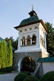 La torre de Bell en el monasterio de Sinaia Fotos de archivo