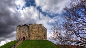 La torre de Clifford - castillo de York foto de archivo