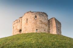 La torre de Clifford en York, Reino Unido Imágenes de archivo libres de regalías
