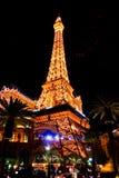 La torre de Eifel de vegas iluminó imagen de archivo