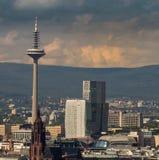 La torre de Europa con los edificios del negocio en Francfort, alemana imagen de archivo