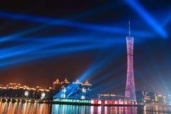 La torre de Guangzhou en la noche foto de archivo