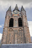 La torre de iglesia vieja en Delft. imagenes de archivo