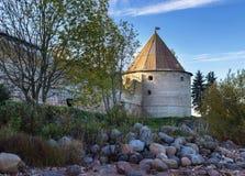 La torre de la fortaleza Oreshek Shlisselburg Rusia fotos de archivo libres de regalías