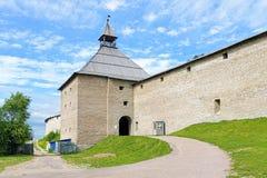 La torre de la puerta de la fortaleza de Staraya Ladoga, Rusia Foto de archivo