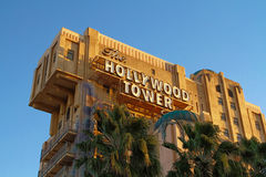 La torre de la zona crepuscular del hotel de la torre de Hollywood del terror Imágenes de archivo libres de regalías