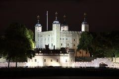 La torre de Londres en la noche Imagen de archivo libre de regalías