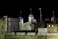 La torre de Londres en la noche Foto de archivo libre de regalías