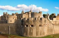 La torre de Londres - parte de los palacios reales históricos, conteniendo las joyas de la corona fotografía de archivo