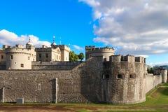 La torre de Londres - parte de los palacios reales históricos, conteniendo las joyas de la corona fotos de archivo
