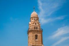 La torre de reloj de la abadía del edificio de Dormition en el soporte Fotografía de archivo