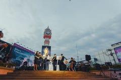 La torre de reloj de Phitsanulok la ceremonia para conmemorar al rey Imagen de archivo