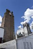 La torre de reloj de Serpa, Portugal imagenes de archivo