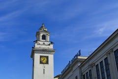 La torre de reloj del ferrocarril de Kiev en Moscú Fotos de archivo libres de regalías