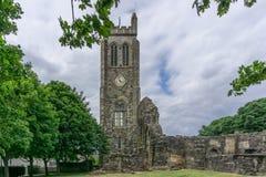 La torre de reloj vieja KIlwinning Abbey Ancient Ruins Imagenes de archivo
