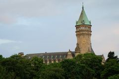 La torre del banco de Spuerkees en Luxemburgo Imagen de archivo