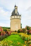 La torre del castello de Chenonceau è un castello francese che misura il fiume Cher, vicino al piccolo villaggio di Chenonceaux d fotografie stock libere da diritti