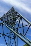 La torre del centro di lancio satellite di comunicazioni immagine stock