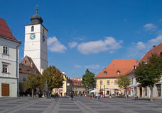 La torre del Consiglio nel grande quadrato di Sibiu Fotografie Stock
