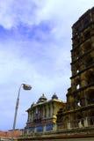 La torre del palacio del maratha del thanjavur con el saraswathi mahal Foto de archivo
