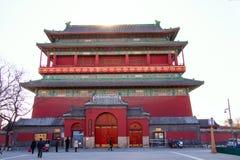 La torre del tamburo a Pechino, Cina ? stata usata per tenere il tempo durante le ore di notte immagini stock
