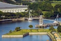 La torre dell'allerta al distretto dell'alloggio di Tanjong Rhu a Singapore al tramonto Baia accogliente al bacino del kallang Immagini Stock Libere da Diritti