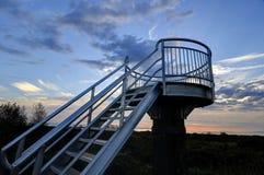 La torre dell'allerta contro il cielo di tramonto Immagine Stock Libera da Diritti