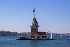 La torre della ragazza o Kiz Kulesi situato in mezzo al Bosforo, Costantinopoli fotografie stock