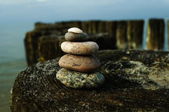 La torre delle rocce sul frangiflutti 12 Fotografia Stock
