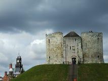 La torre di Clifford del castello di York fotografie stock