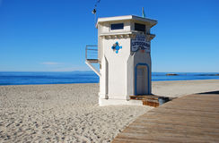 La torre di guardia iconica di vita sulla spiaggia principale del Laguna Beach, California Immagini Stock