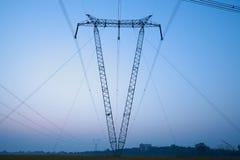 La torre di potere ad alta tensione della fonte di V Immagini Stock Libere da Diritti