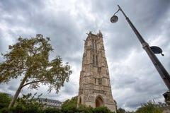 La torre di Saint-Jacques a Parigi, Francia fotografia stock