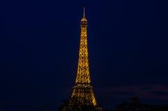 La torre Eiffel alla notte Immagine Stock