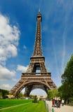 La torre Eiffel de Champs de Marte Foto de archivo libre de regalías