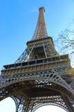 La torre Eiffel de debajo ella Imagen de archivo libre de regalías