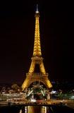 La torre Eiffel di notte Fotografia Stock
