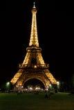 La torre Eiffel en la noche Foto de archivo