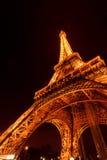 La torre Eiffel en la noche Fotos de archivo
