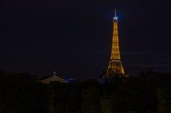 La torre Eiffel en la noche Imagen de archivo libre de regalías