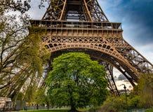 La torre Eiffel en la puesta del sol - París Fotografía de archivo libre de regalías