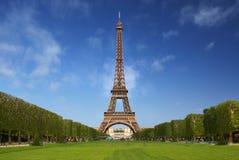 La torre Eiffel en París fotografía de archivo libre de regalías