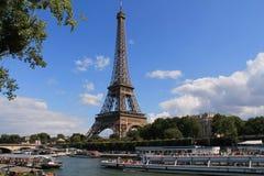 La torre Eiffel en París Imágenes de archivo libres de regalías