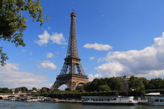 La torre Eiffel en París Fotos de archivo libres de regalías